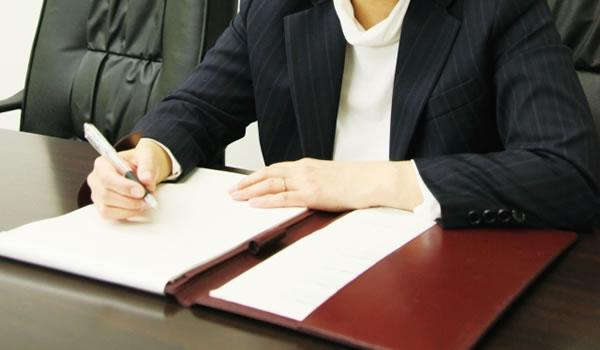 自己破産を弁護士に依頼するメリットって何?